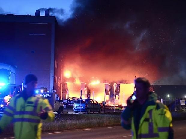 Man hittades bunden i brinnande byggnad
