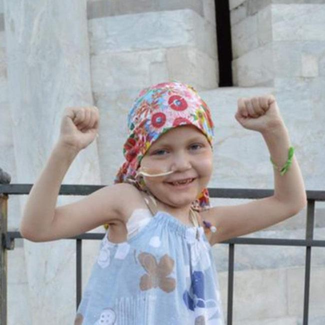 """Läkarna menar att Claudia Burkill kommer att överleva den aggressiva cancersjukdomen. """"Ett mirakel har skett"""", skriver mamman på Facebook."""