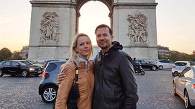 Norska paret Bjørn Christian och Oddbjørg Nørbech befann sig bara runt 100 meter från skjutningen när den bröt ut på paradgatan Champs-Elysées i centrala Paris på torsdagskvällen. Foto: Privat