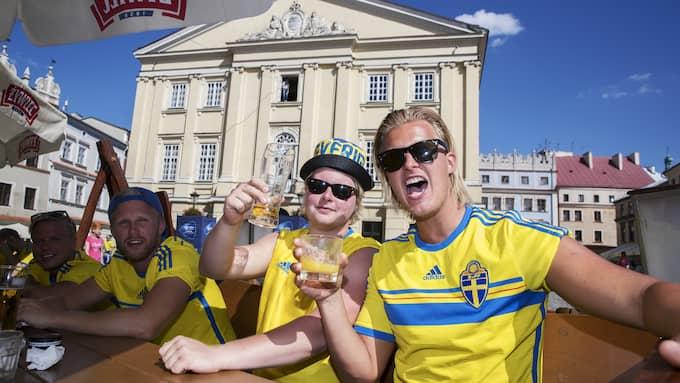 Svenska fans inför matchen mellan Slovakien och Sverige. Foto: NILS PETTER NILSSON/OMBRELLO / OMBRELLO NETWORKS