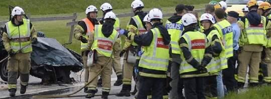 En person ska ha omkommit i den våldsamma kraschen som ägde rum på väg 101 mellan Kristineberg och Malmö under fredagskvällen. Foto: Andreas Holm / DN-Media