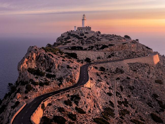 Vill du besöka populära Formentors fyr på Mallorca i sommar får du ta bussen.