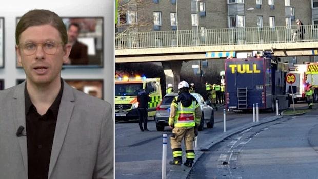 Lastbil har fastat under bro – föraren till sjukhus