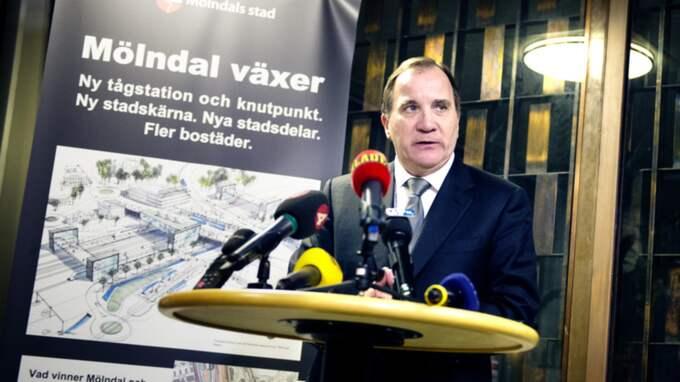 """""""Det här är en tragedi"""", säger Stefan Löfven under besöket i Mölndal. Foto: Anna Svanberg"""