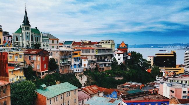 Den färgglada staden Valparaiso, vid Stilla havets kust, ska du inte missa när du besöker Chile.