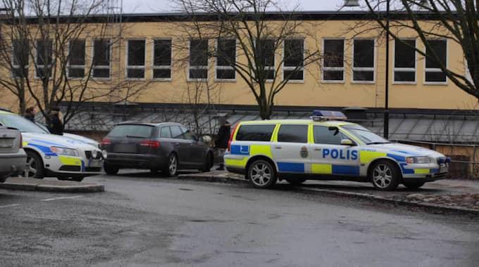 Det pågick en stor polisinsats vid Edsbergsskolan. Foto: Janne Åkesson/Swepix