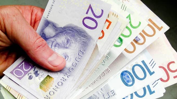Det kan gå snabbt att låna pengar – men onödigt dyrt om du inte ser upp. Foto: HENRIK ISAKSSON/IBL / /IBL