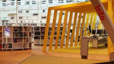 Prisbelönta Kista bibliotek erbjuder mycket häng och några böcker.