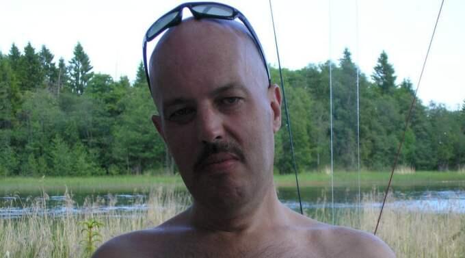 Mats Eriksson, född 1961. Död 2010. Utsliten i armar och axlar, stora problem med magen. Nekad sjukförsäkring på grund av att han var arbetslös. Ingick i Fas 3.