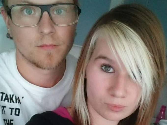 Markus Johansson, 25, och hans sambo Maria Gard, 22, var de som först drabbades. De skällde först på varandra, men efter tre-fyra besök av bajsmannen insåg det att det var någon annan som varit på besök. Foto: Privat