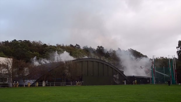 Storbrand i Slottskogshallen – 40 personer kämpar mot lågorna