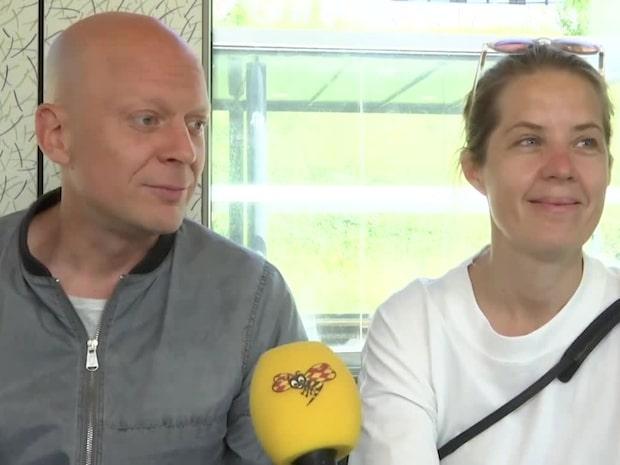 """Svenska paret på väg till Danmark på semester: """"Känns skönt"""""""