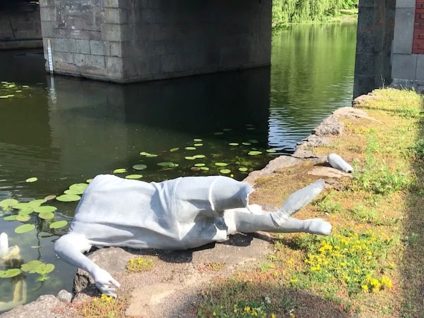 Nilla Fischer-statyn totalförstörd - se bilder här