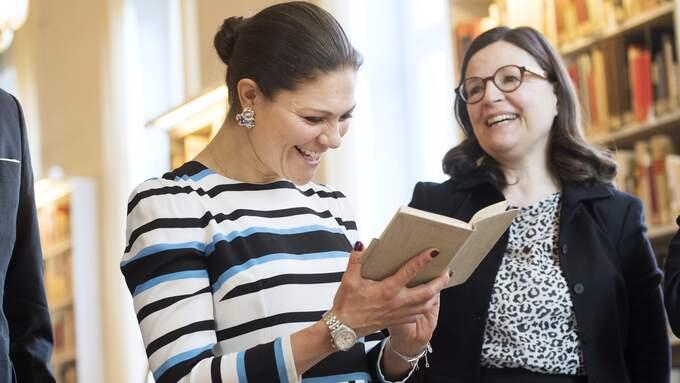 Kunskap är en glädjekälla. Gymnasieminister Anna Ekström tillsammans med kronprinsessan Victoria på besök hos Svenska Rominstitutet i Rom, december 2016. Foto: SVEN LINDWALL