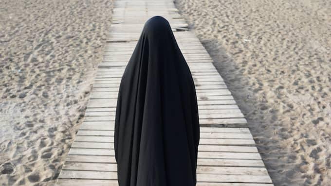 Muslimsk täckt kvinna. Foto: Shutterstock