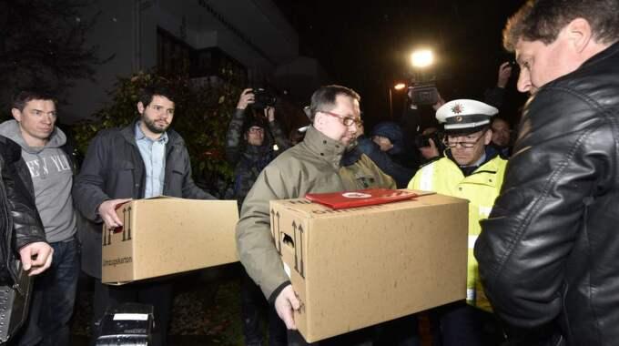 Bild från torsdagen då polisen sökte igenom Lubitz hem. Foto: Martin Meissner