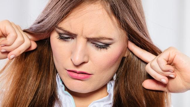 Bomullstops, hårnålar, bilnycklar och tandpetare hör inte hemma i öronen. Det kan orsaka sår i öronkanalen, slå hål på trumhinnan och slå ur led känsliga öronben.