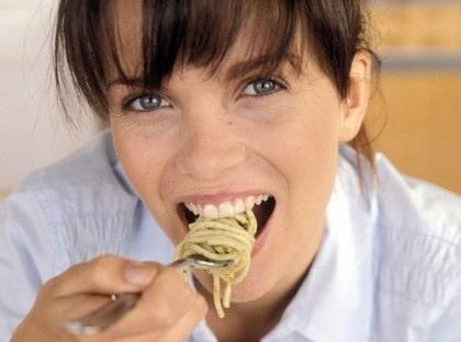 Det är okej att äta både pasta och bröd enligt nya, snälla Atkinsmetoden.