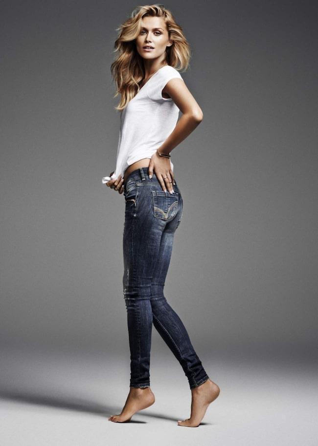 Vilka jeans passar dig? Hitta rätt här!<br>De snygga jeansen på bilden kommer från Gina Tricot