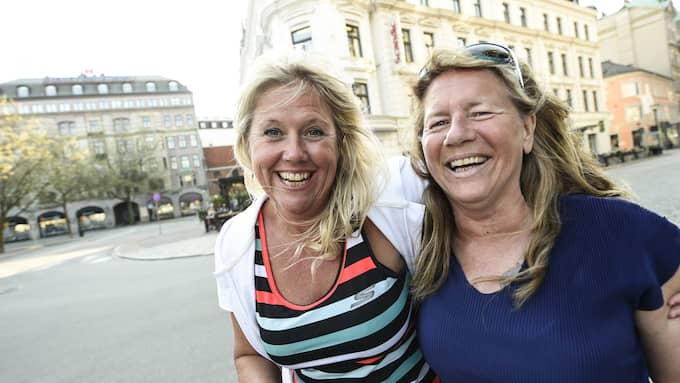 """Anne-Lie Kronohage, 52, friskvårdskonsulent, Malmö: """"Jag älskar värme! Badar året runt på Kallis. Jag packar väskan med vin och ost sen laddar jag en bra playlist. Där ligger jag och njuter och umgås med alla härliga kvinnor. Att bara va, det är livskvalité. Marie-louise Sjöström, 56, underhållschef, Malmö: """"Jag är lite rastlösare av mig. Jag gillar att vandra vid Malmös kanaler eller att hyra en trampbåt och trampa runt i kanalerna"""". Foto: JENS CHRISTIAN"""