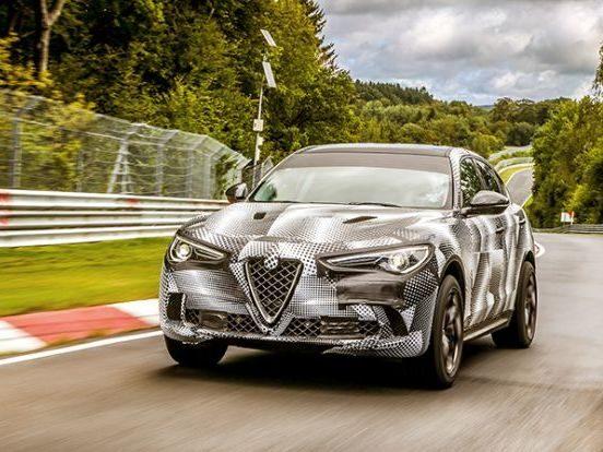 Alfa Romeo Stelvio Quadrifoglio på banan Nürburgring.
