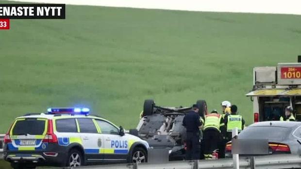 """Polisen: """"Finns uppgifter om en person som sitter fast i en bil"""""""