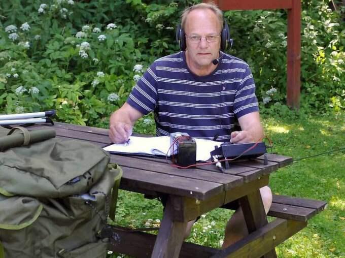 """Licensierad sändaramatör. Jan Johansson, 67 från Skövde är starkt kritiskt mot militären som han menar frihetsberövade honom på allmänplats. """"Det har väl sett för mycket James Bond-filmer"""" är hans egen förklaring till militärernas beteende. Foto: Privat"""