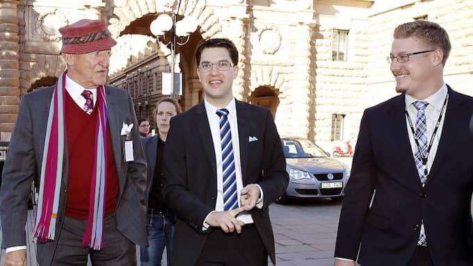 Ian Wachtmeister med Sverigedemokraternas partiledare Jimmie Åkesson och Linus Bylund i september 2010. Foto: CORNELIA NORDSTRÖM