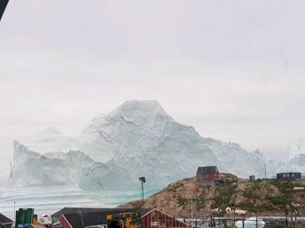 Isberget kan skapa tsunami - grönländsk by hotad
