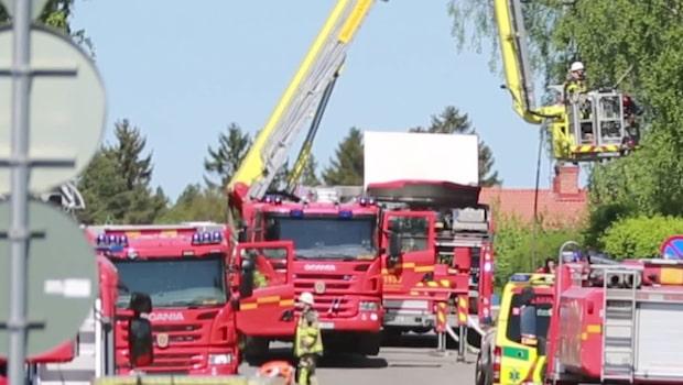 """Villa i kraftig brand: """"Ryker rejält"""""""
