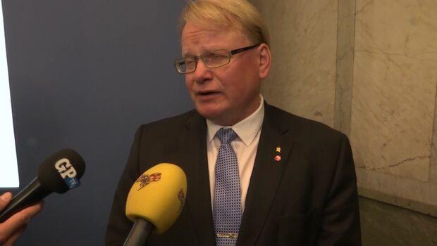 """Försvarsminister Hultqvist: """"Jag har inte gjort fel"""""""
