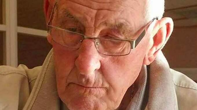 Malins sista bild av sin pappa medan han mådde bra trots sin demens är tagen för ungefär månader sedan. Foto: PRIVAT