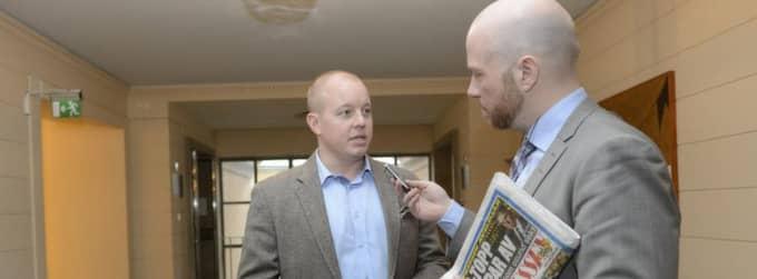 Björn Söder intervjuas av Expressens Daniel Alsén om SDU-toppen Stefan Lundkvists avhopp.