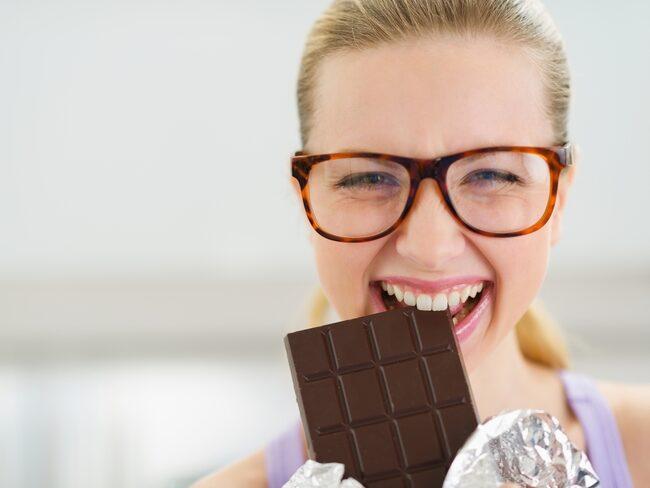 Älskar du mörk choklad? Forskare har kunnat se att mörk choklad kan hålla kroppen ung.