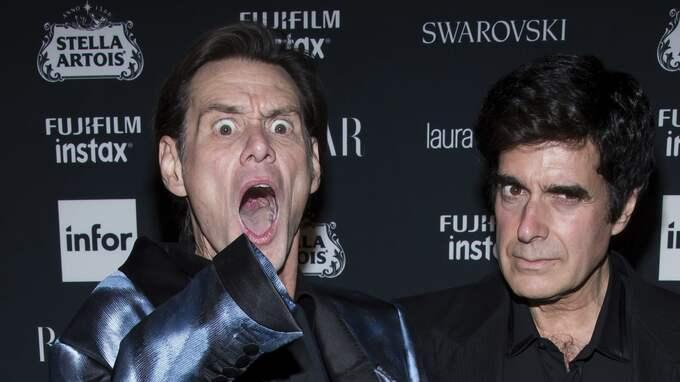 – Det finns inget jag, säger Jim Carrey. Här med David Copperfield vid Harper's Bazaars fest under modeveckan i New York. Foto: CHARLES SYKES / AP TT NYHETSBYRÅN