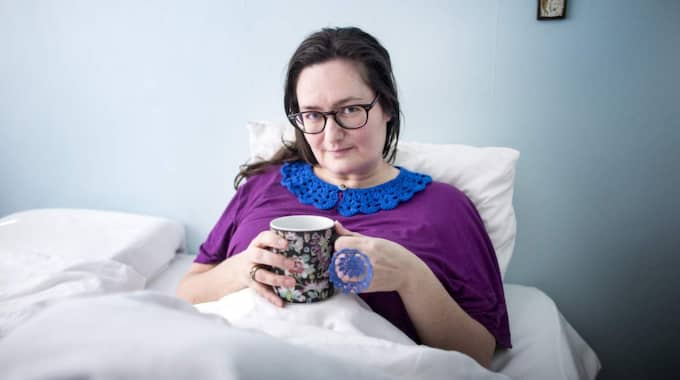 """OVANLIG SJUKDOM. För två år sedan fick Mireille Edgren, 46, diagnosen att hon har den ovanliga sjukdomen ME. """"Jag levde hela tiden på hoppet att bli bättre. Men till slut blev jag till sirap"""", säger Mireille. Foto: Anders Ylander"""