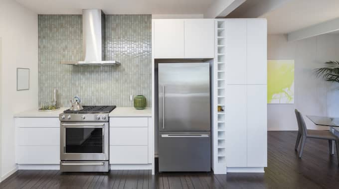 Redan i dag subventionerar vi nya fräsiga kök åt villa- och bostadsrättsägare genom rotavdraget, skriver Nooshi Dagostar (V). Foto: Shutterstock