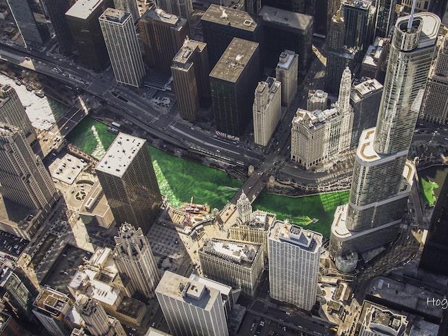 Varje år sedan 1961 har Chicagofloden färgats grön en gång per år.