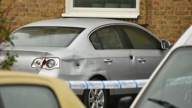 Larm om höga smällar i Landskrona – skotthål i bil