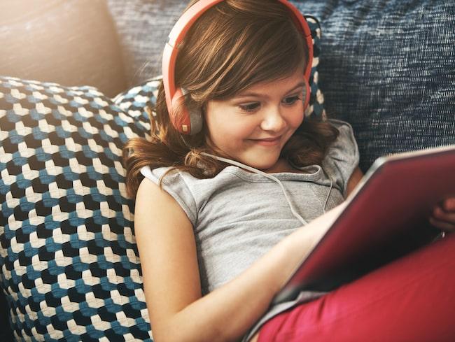 Enligt en undersökning som Ungdomsbarometern tagit fram på uppdrag av Samsung, har hela nio av tio hushåll med barn i åldrarna 2–9 år minst en surfplatta hemma.