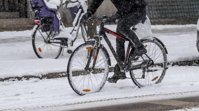 De två cyklarna är mycket viktiga för Ingvar då det är det enda sättet för honom att kunna lämna hemmet och ta sig ut. Foto: / (C) PELLE T NILSSON/STELLA PICTU STELLA PICTURES