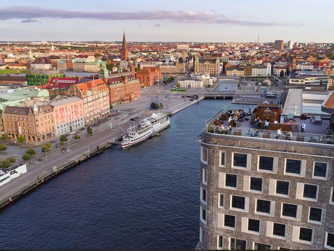 Utsikt över hav och stad bjuds på Grilljannes takterrass.
