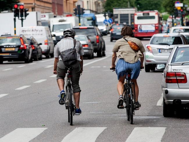 Nu ska Stockholms stad testa regler där cyklister får köra mot rött vid högersväng, och trafikljus där de har grönt i alla riktningar.