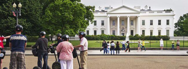 RULLA RUNT. Segway kan hyras på flera ställen i stan. Här är en uthyrare i området runt Vita Huset.