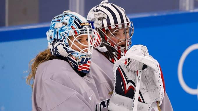 Alex Rigsbys och Nicole Hensleys masker tillåts inte i OS. Foto: JAE C. HONG / AP TT NYHETSBYRÅN