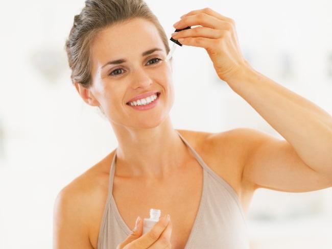 Applicera ditt serum medan fukten från tonern fortfarande är kvar.