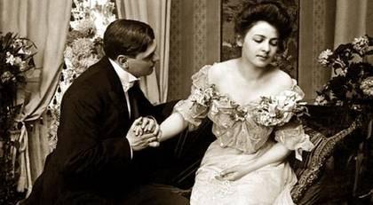 För 1800-talets kvinnor gick samlivet mest ut på att undvika makens sexuella framstötar, visar en sexhandbok från 1894.