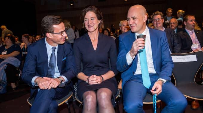 Tre glada moderata partiledare är stämmans ansikte utåt. Torbjörn Nilsson beskriver ett parti där du inte får bli kär i fel person. Foto: Pelle T Nilsson/STELLA PICTURES
