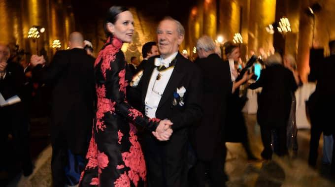 Sara Danius och Per Wästberg dansar i Gyllene salen. Foto: Fredrik Sandberg/Tt