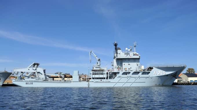 Marinens ubåtsbärgningsfartyg HMS Belos lade under dagen om kursen. Bilden är tagen vid ett tidigare tillfälle. Foto: Wikimediacommon / Tojti